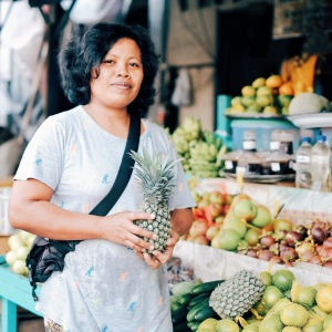 Bu Ayu, the friendly fruitseller